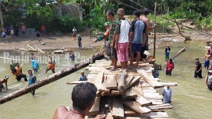 Warga Desa Alat Kabupaten HST Bangun Jembatan Darurat yang ke-9 Kali