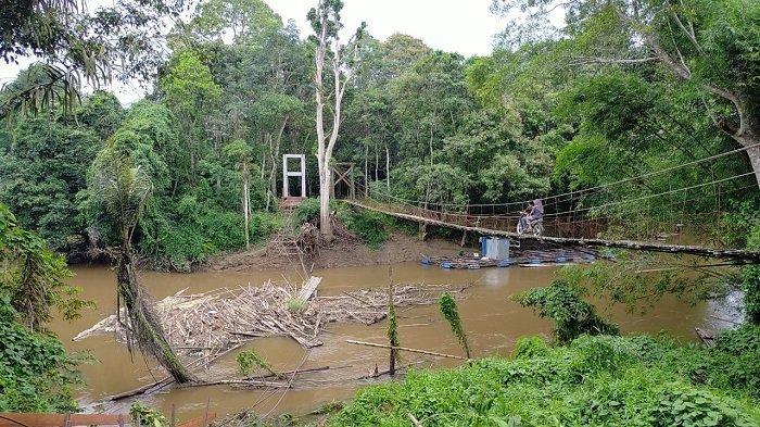 Jembatan Gantung di Desa Babayau Ambruk, Disinyalir Ada Kesalahan Perencanaan dan Pelaksanaan