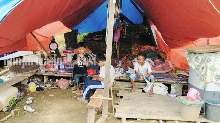 Pasca Banjir Bandang, Warga Meratus Kabupaten HST Ini Berkemah di Tengah Hutan