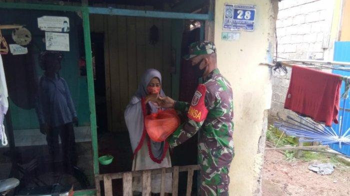 Banyak Warga Bincau Terdampak Pascabanjir dan Pandemi, Koramil 1006-06 Martapura Serahkan Bantuan