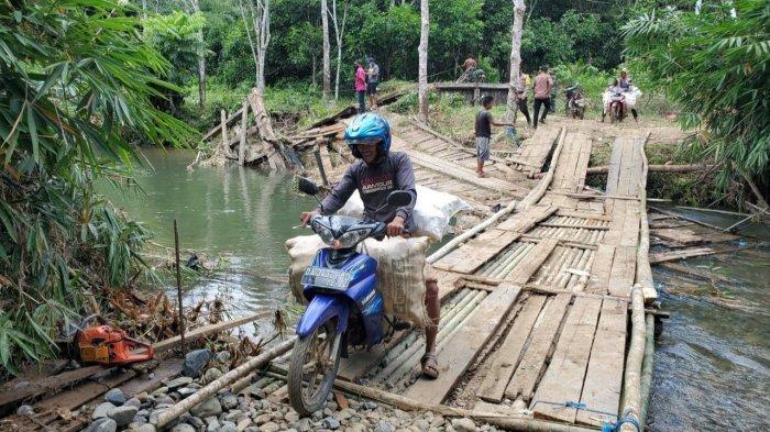 Sempat Putus, Jembatan Darurat Penghubung Desa Auh dan Kambiyain Balangan Akan Dibangun