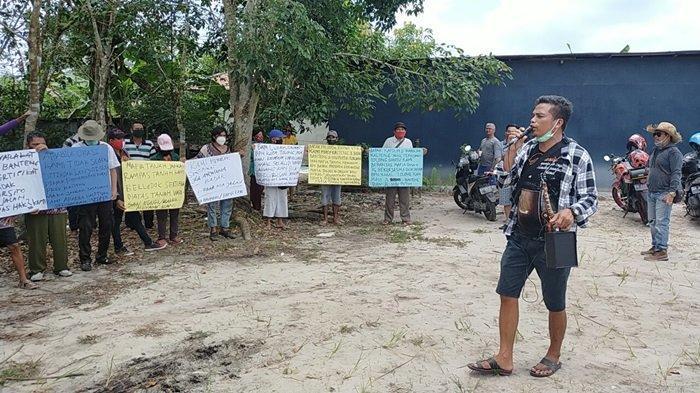 Warga Permukiman Jalan Hiu Putih dan Banteng Palangkaraya Kalteng Protes Pencaplokan Tanah Adat