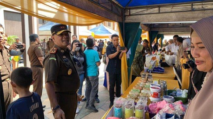 Warga Langsung 'Serbu' Bazar Ramadan Kejati , Gula Masih Diburu