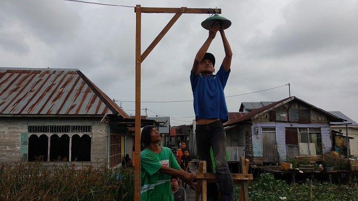 Pasca Titian Diperbaiki, Kini 40 Tiang PJU Terangi Jalan di Murung Selong