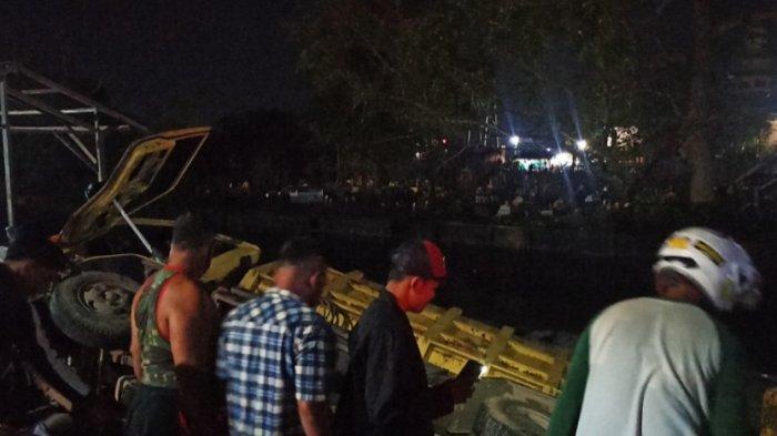 Truk Terbalik di Sungai Lulut, Sejumlah Lapak Pedagang Rata Dengan Tanah