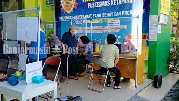 Ratusan Orang Antre Divaksin di Puskesmas Ketapang 1 Sampit Kabupaten Kotim