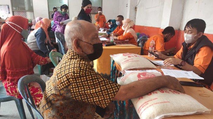 Lebih Dari 3.000 Warga Banjarmasin Sudah Menerima Bantuan Sosial Tunai