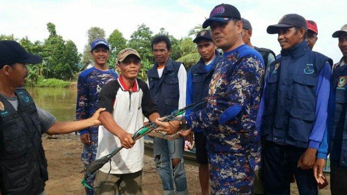 Warga Serahkan Ratusan Alat Setrum Ikan Setelah Polisi Air Kalsel Datang