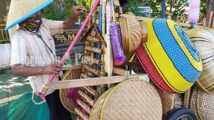 Pedagang Asal Jawa Tengah Ini Aktif Pasarkan Produknya di Kandangan