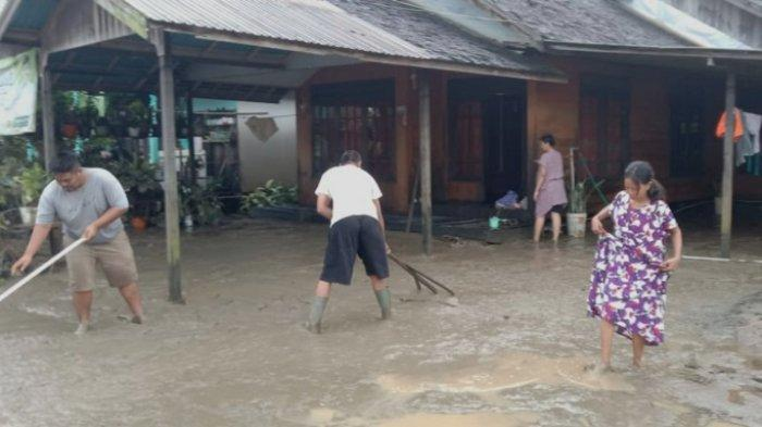 Banjir Kalsel di Satui Tanahbumbu Surut, Kades Sinar Bulan Tutup Dapur Umum