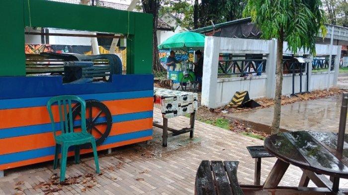 Walau Sepi, Pedagang Lalapan Ini Bertahan di Taman Mina Tirta Pelaihari