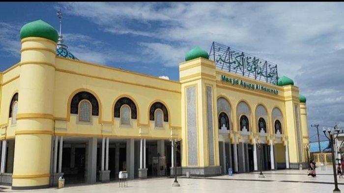 Wisata Kalsel: Mengunjungi Masjid Besar di Serambi Mekkah, Mencolok Bangunannya