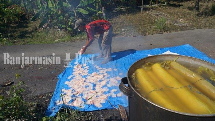 Wisata Kalsel, Kampung Kerupuk Batola, Limbah Pembuatannya Tetap Bermanfaat