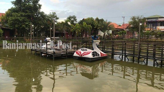Wisata Kalsel, Kolam Ikan dan Ikon Cangkir Coffee Banjarmasin Jadi Spot Foto Favorit