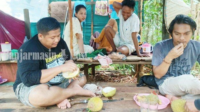 Wisata Kalsel, Pengunjung Juga Incar Durian di Pulau Burung Kabuaten Tanbu