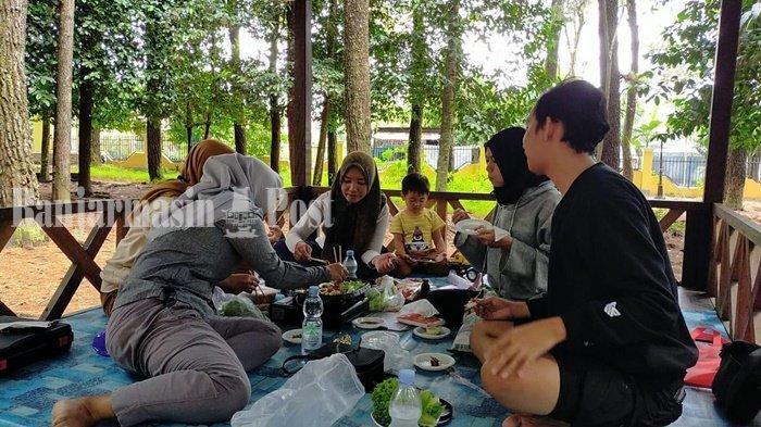 Wisata Kalsel, Masak-masak Seru Bersama Teman di Hutan Pinus Kota Banjarbaru