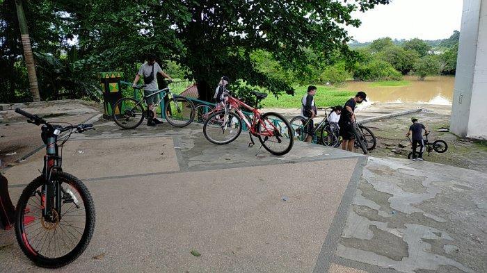 Wisata Kalteng, Kawasan Bawah Jembatan Kahayan Palangkaraya, Ramai Saat Hari Libur