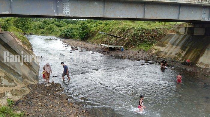 Sungai KM 17 Kodeco Jadi Incaran Warga Berlibur Bersama Keluarga