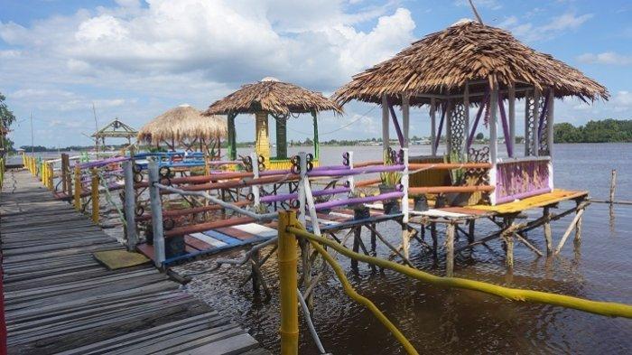Pesona Wisata Kalsel : Ke Lampau Rumpiang Batola, Asyiknya Suasana Santai di Tepian Sungai Barito