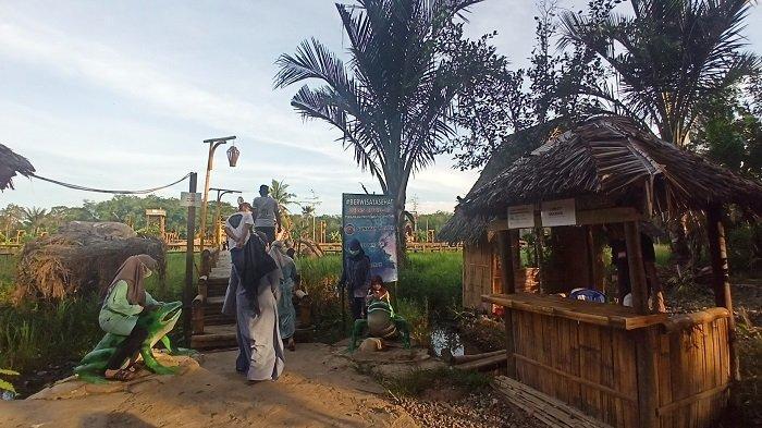 Wisata Kalsel : Didominasi Bangunan Bambu, Wisata Racah Mampulang Sediakan Spot Foto Nuansa Alam