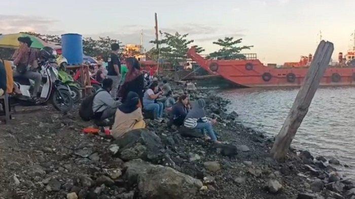 Wisata Kalsel : Hanya Buka Sore, Berwisata ke Pelabuhan Batang Tanbu Tak Boleh Telat