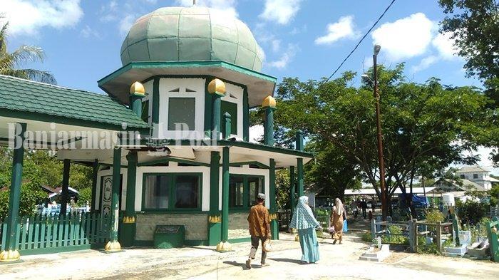Kubah Zuriah dari Datuk Kelampayan di Pagatan Kabupaten Tanahbumbu Ramai Dikunjungi Peziarah