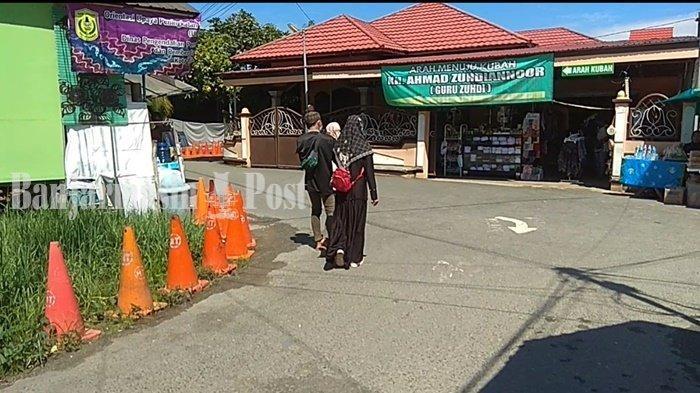 Wisata Religi Kalsel, Ziarah ke Makam Guru Zuhdi di Kota Banjarmasin