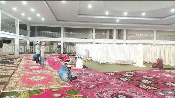 Wisata Religi Kalsel, Peziarah di Makam Guru Zuhdi Dipisah Antara Laki-Laki dan Perempuan