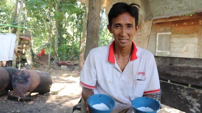 Manfaatkan Asap Cair dari Limbah Sekam, Begini Kualitas Karet Petani Desa Kalahiang Balangan