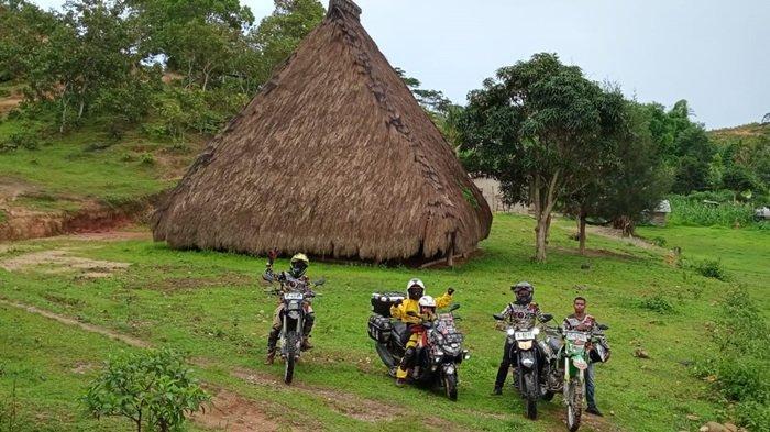 Lilik Gunawan bersama Balda putranya yang berusia 5 (lima) tahun sukses menyelesaikan misi Ride to East mengendarai All New NMAX 155 Connected/ABS melintasi dua negara berhasil memasuki wilayah Timor Leste.