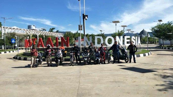 Lilik Gunawan bersama Balda putranya yang berusia 5 (lima) tahun sukses menyelesaikan misi Ride to East mengendarai All New NMAX 155 Connected/ABS melintasi dua negara berhasil memasuki wilayah Timor Leste hingga ke ibu kota Dili