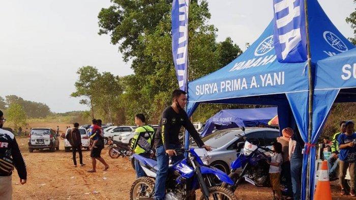 Yamaha WR 155 R  diperkenalkan kepada masyarakat Kalimantan Selatan di Harmadji. MX Sirkuit, Desa Tungkaran, Martapura, Kabupaten Banjar