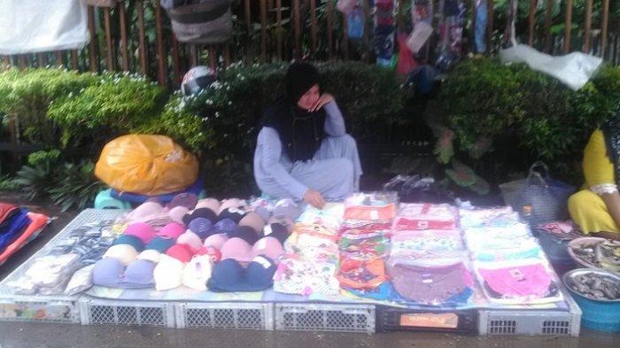 Tak Kuat Lagi Sewa Toko, Pedagang di Banjarmasin Beralih Buka Lapak Kaki Lima