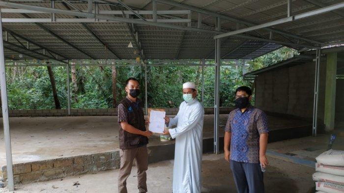 Yayasan Baitul Maal (YBM) PLN UPDK Palangkaraya membagikan bantuan berupa mushaf Al Quran dan iqra untuk TK/TPA Desa Haragandang untuk pembangunan sarana dan prasarana Pondok Pesantren Sabilarrasyad yang terletak di Desa Mintin, Pulang Pisau.