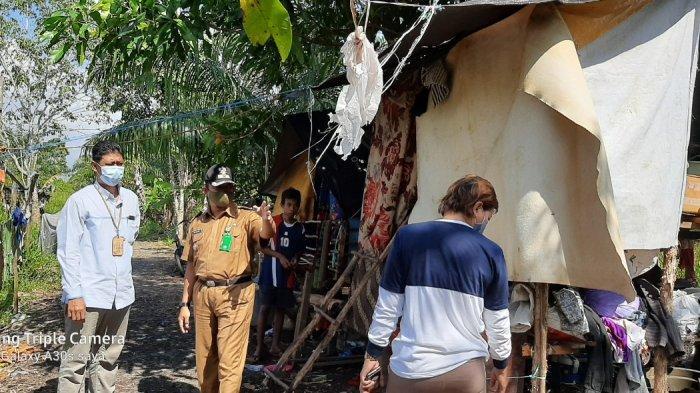 YBM PLN UIKL Kalimantan melaksanakan Program Pembangunan Rumah untuk Ibu Halimah dengan total bantuan sebesar Rp 30.000.000