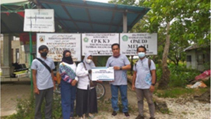 Aksi YBM PLN Bantu Pemasangan Instalasi Air Bersih di Desa Tambak Sorong Darat Kabupaten Banjar