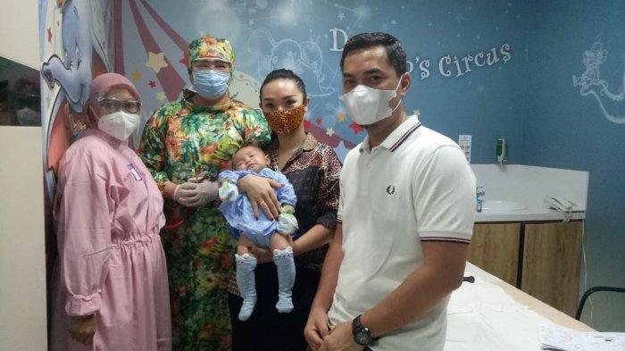 Perut Suami Zaskia Gotik Kala Menidurkan Arsila Disorot, Sirajuddin Tak Malu Lakukan Ini