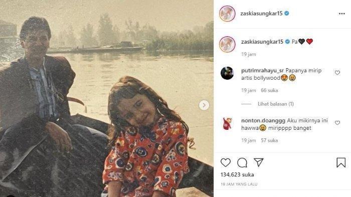 Zaskia Sungkar pamerkan potret masa kecil bersama Mark Sungkar.