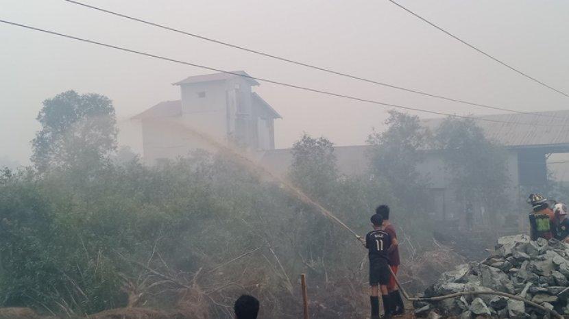 karhutla-di-landasan-ulin-selatan-kecamatan-lianganggang-banjarbaru-asdfasdfsdfa.jpg