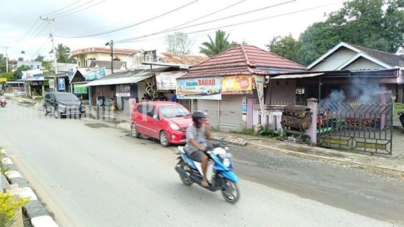 kelapa-bakar-di-jalan-raya-transmigrasi-plajau-km-4-kabupaten-tanbu-kalsel-10032021.jpg