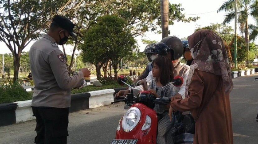 pembagian-takjil-dan-masker-oleh-perhimpunan-perempuan-lintas-provinsi-indonesia111.jpg