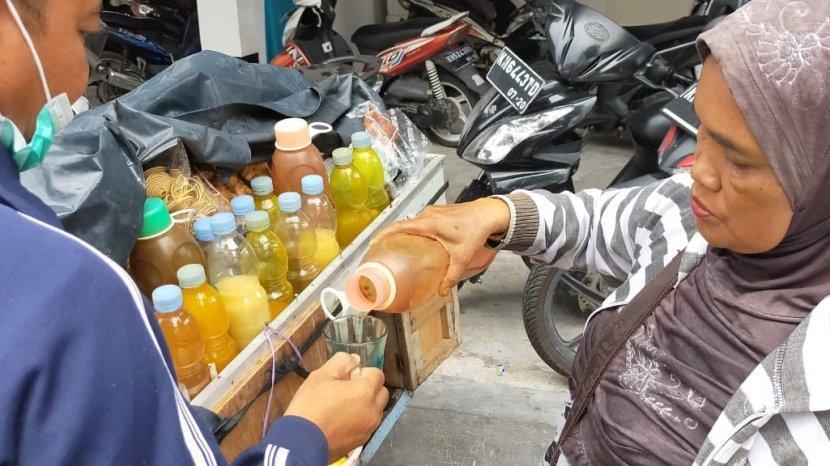 penjual-jamu-bernama-sri-rejeki-ini-men-merah-setelah-merebaknya-covid-19-di-indonesia.jpg