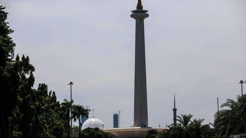 suasana-monumen-nasional-sepi-di-jakarta-selasa-3132020.jpg