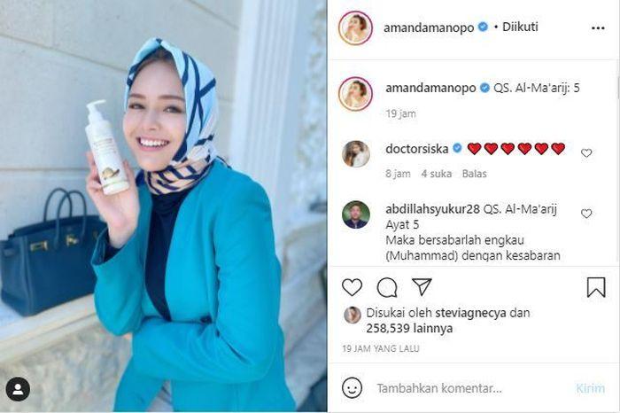 Muncul Lagi dengan Balutan Hijab, Amanda Manopo Sukses Bikin Netizen Salfok karena Tuliskan Surat dalam Al-Qur'an