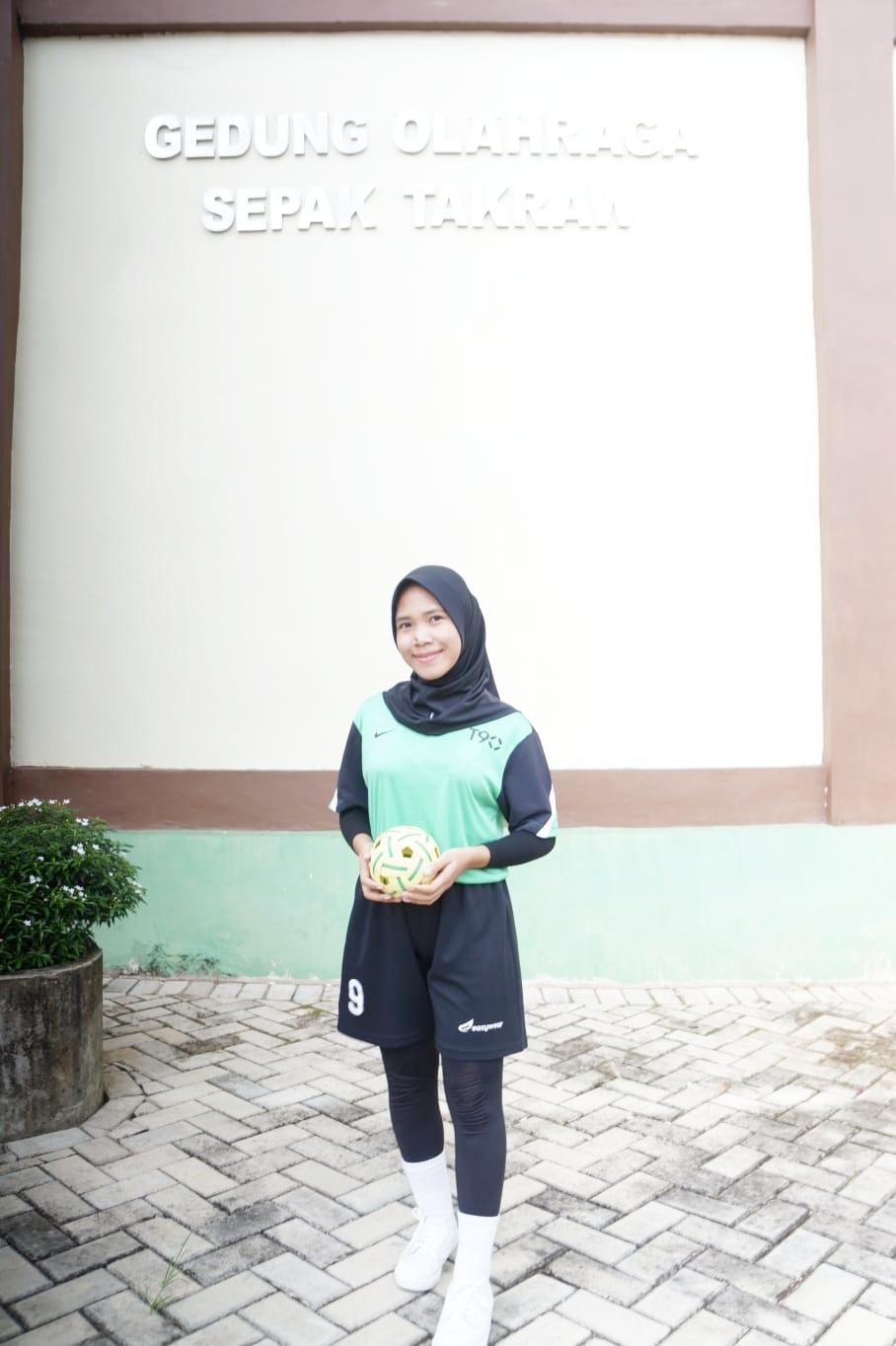 Atlet sepak takraw putri andalan Kabupaten Hulu Sungai Selatan (HSS), Lusiana.