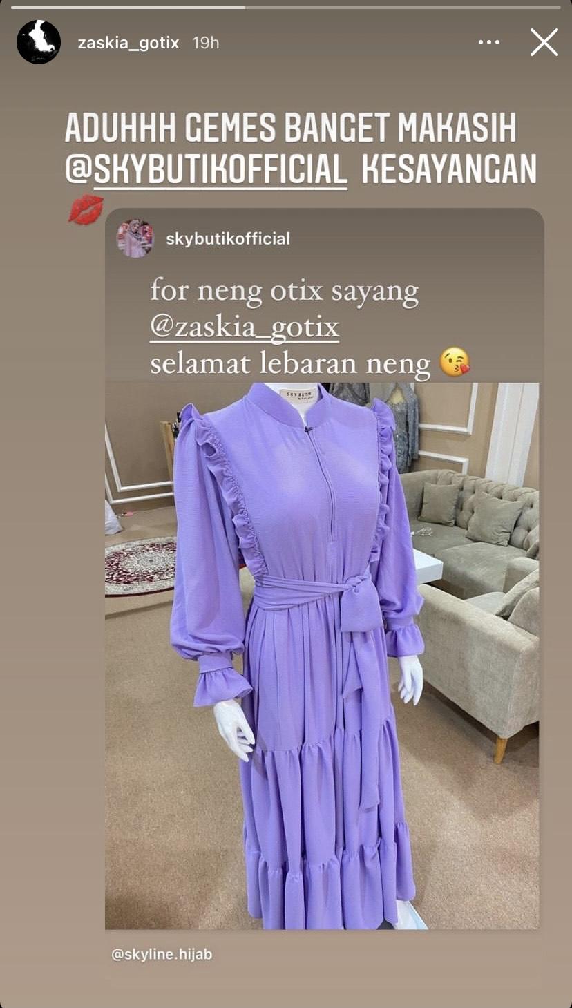 Baju lebaran Zaskia Gotik