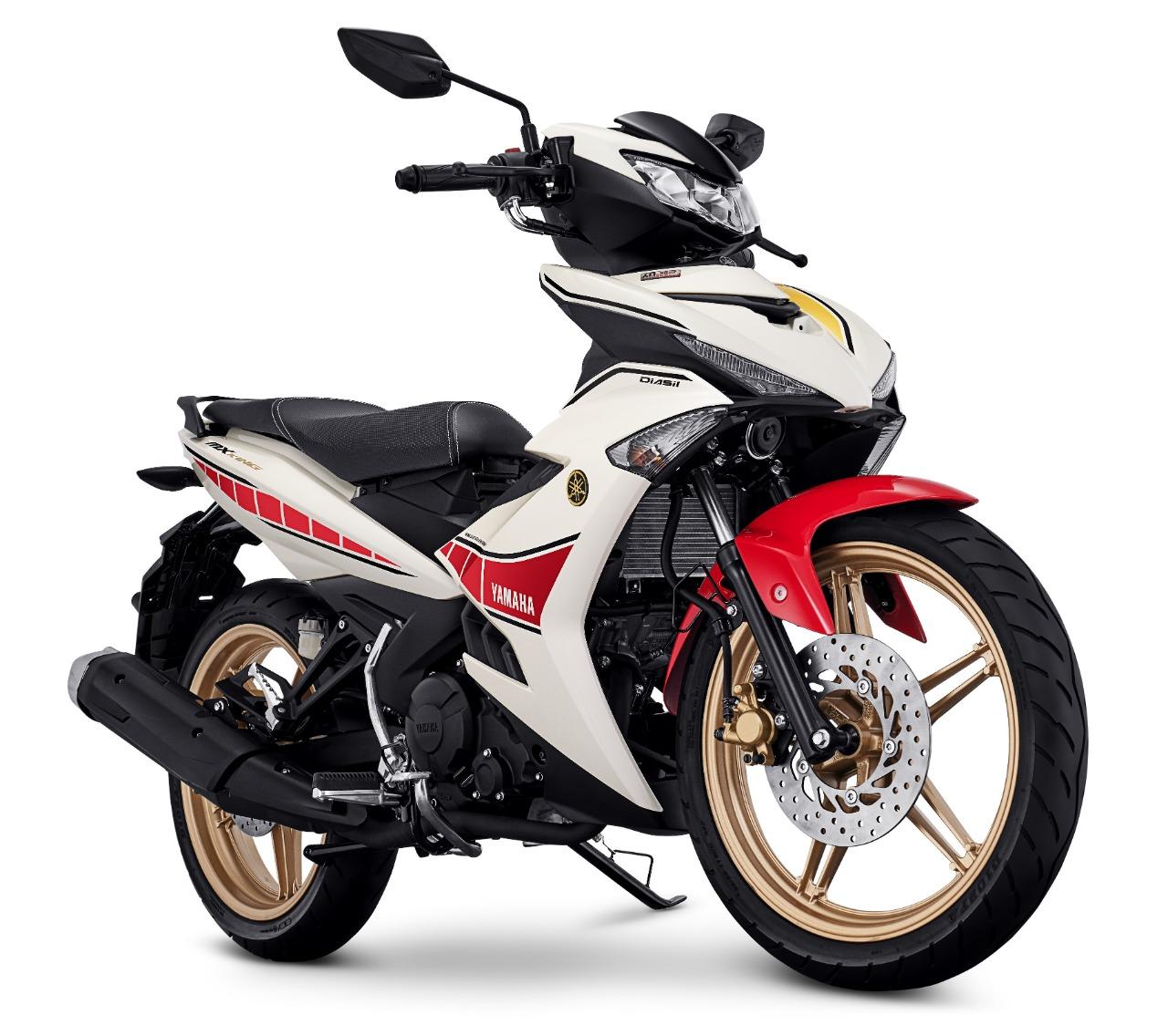 Ciri khas pada body motor bebek sporty terbaik MX King 150, speedblock warna merah di horizontal line dengan stripe hitam, dilengkapi velg warna emas