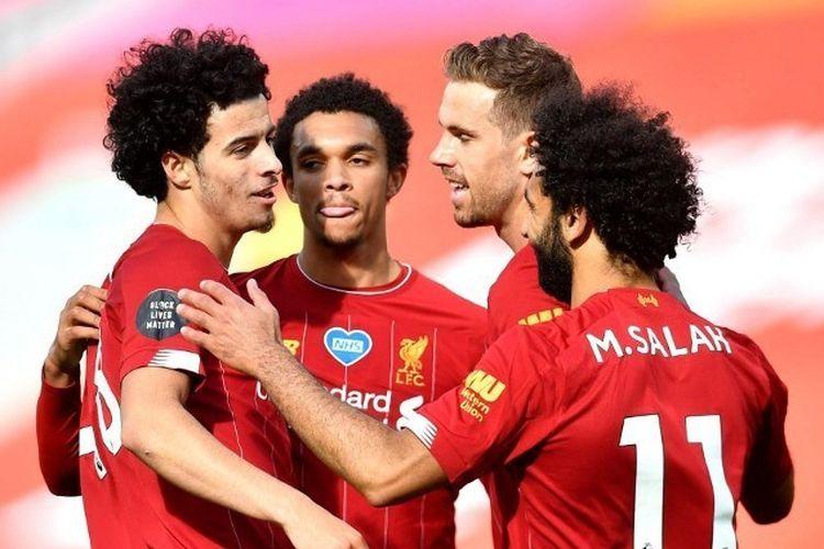 Curtis Jones, Trent Alexander-Arnold, Jordan Henderson, Mohamed Salah dalam laga Liverpool vs Aston Villa pada pekan ke-33 Liga Inggris 2019-2020.