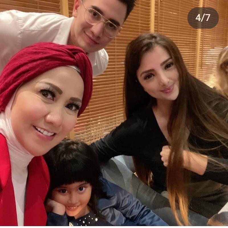 Pertemuan Sarah Samantha bersama keluarga Verrell Bramasta