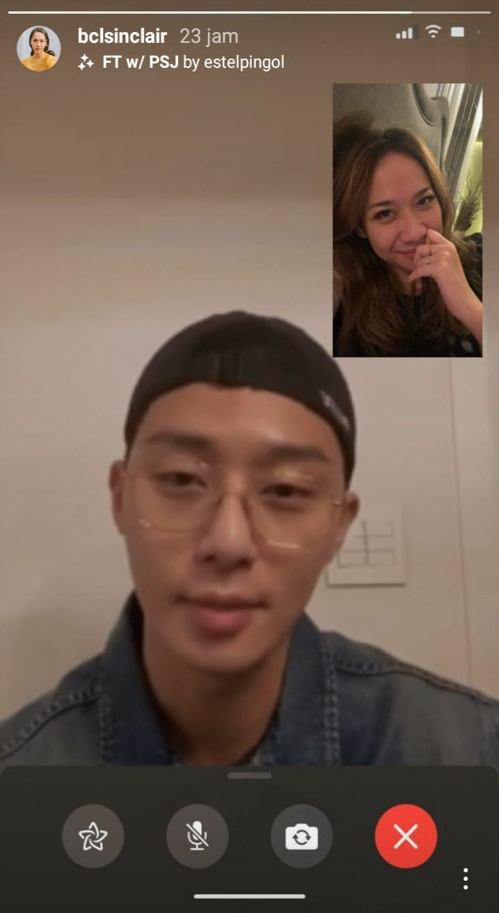 Postingan BCL yang berpura-pura video call dengan aktor Korea Park Seo Joon pakai filter Instagram